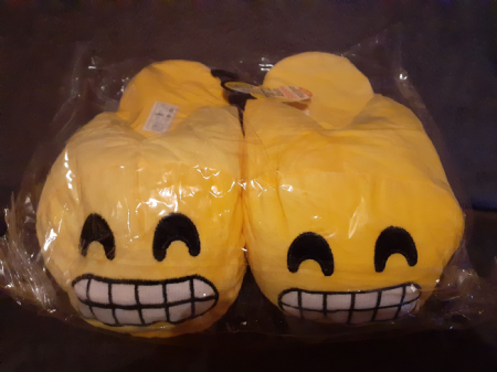 Adult Emoji Slippers (Grin) ( Adult Size 6-7)